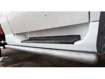 Подножки-защиты порогов УАЗ-ПРОФИ 2-х дверная Труба ф51, сферические заглушки
